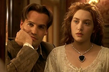 Titanic Famous FIctional Necklace.png